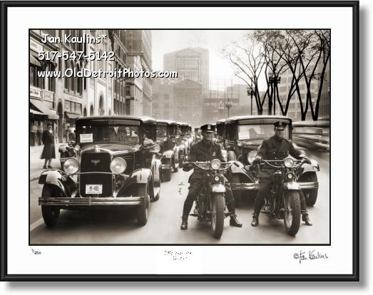 Click on this image to see an enlarged view of DETROIT MOTORCYCLE POLICE 1930 Harleys.