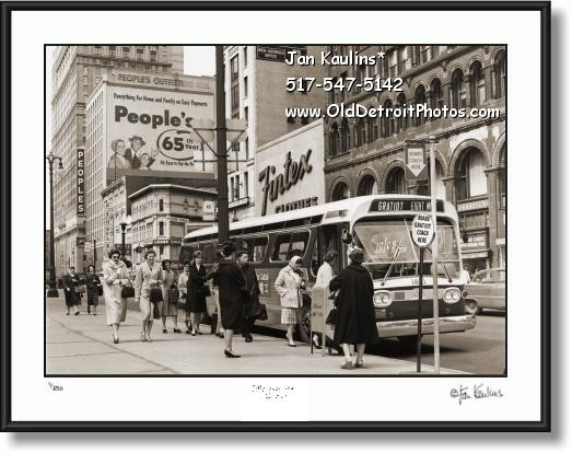Click on this image to see an enlarged view of VINTAGE DOWNTOWN DETROIT City Bus photo.