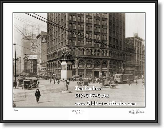Click on this image to see an enlarged view of WOODWARD AVE TRAFFIC TOWER 1915 photo.