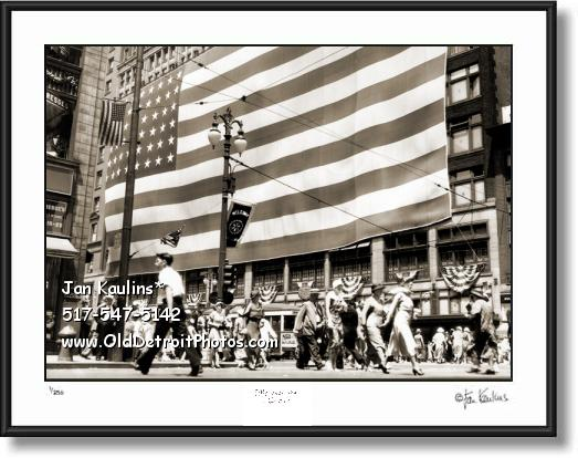 Click on this image to see an enlarged view of JL HUDSON'S GIANT FLAG 1934 Detroit photo.