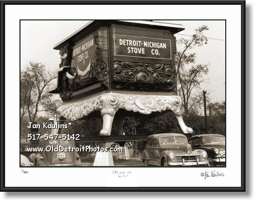 Click on this image to see an enlarged view of WORLD'S LARGEST STOVE DETROIT photo print.