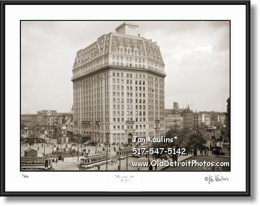 Click on this image to see an enlarged view of PONTCHARTRAIN HOTEL vintage Detroit photo .
